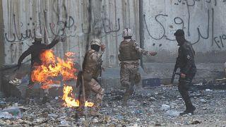 من اشتباك بين قوات الأمن العراقية والمتظاهرين يوم أمس في بغداد