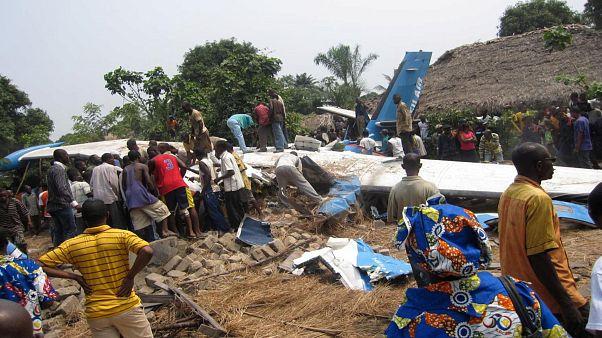 Demokratik Kongo Cumhuriyeti'nde yolcu uçağı kalkış anında düştü, 24 kişi öldü