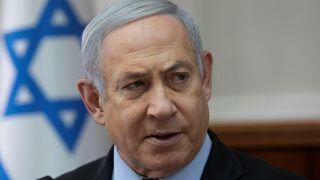 رئيس الوزراء الإسرائيلي بنيامين نتنياهو في مستهل الجلسة الأسبوعية للحكومة بعد يومين من اتهامه بقضايا فساد. 24/11/2019