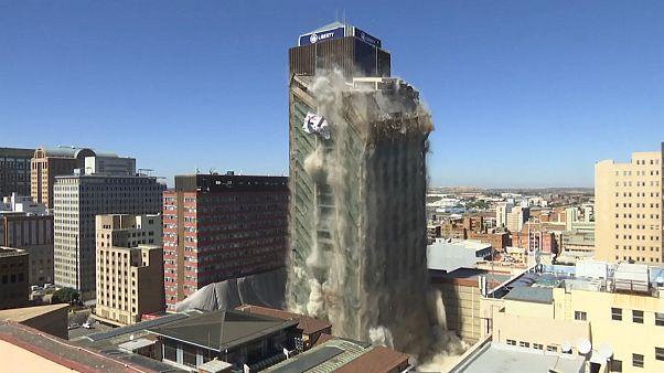 Robbantás a felhőkarcolók között