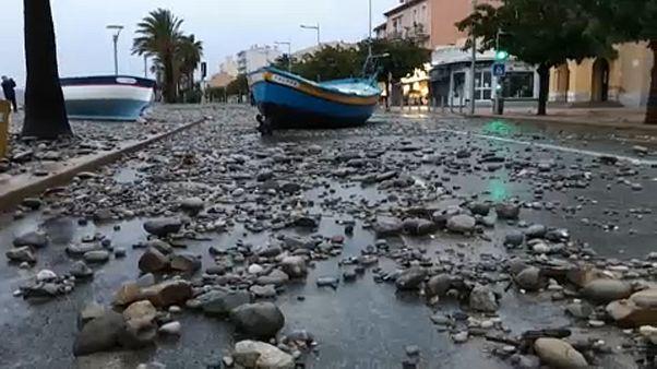 Maltempo: crolla un viadotto in Liguria, due morti in Francia