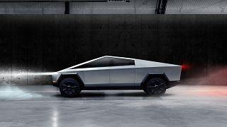 A bemutató bakija ellenére hasít az új Tesla