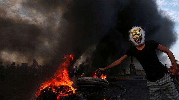 بصره؛ ادامه اعتراض مردم عراق در میان دود و آتش