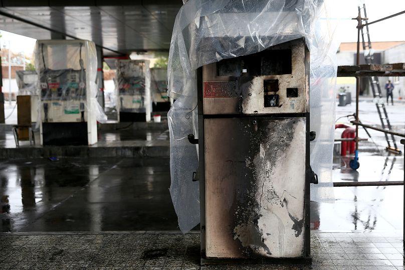 أعمال تخريب وحرق لمحطات البنزين ومؤسسات أخرى في طهران خلال الاحتجاجات