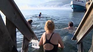 """Las """"morsas rusas"""" vuelven a las gélidas aguas del lago Baikal"""