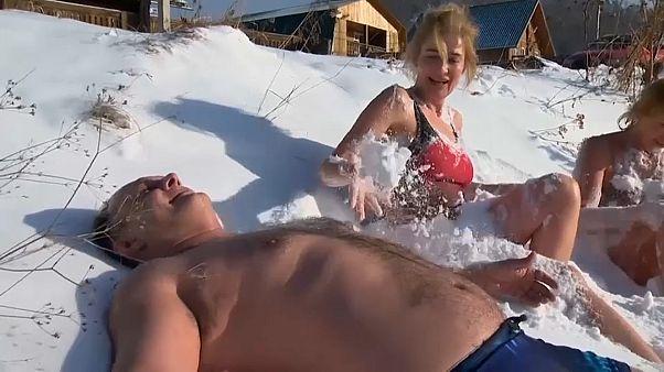 Entspannung pur: Schwimmen und chillen am Baikalsee
