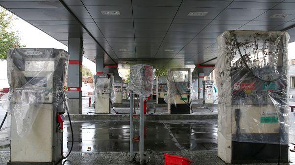 محطة وقود متضررة في إيران