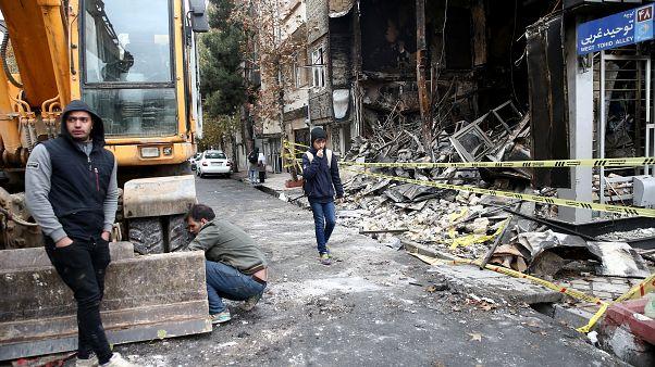 صورة لأحد الشوارع في إيران بعد عمليات حرق طالت مؤسسات وبنوك