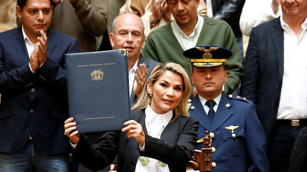 Bolivya'nın geçici Devlet Başkanı Jeanine Anez seçim yasa tasarısını kabul etti
