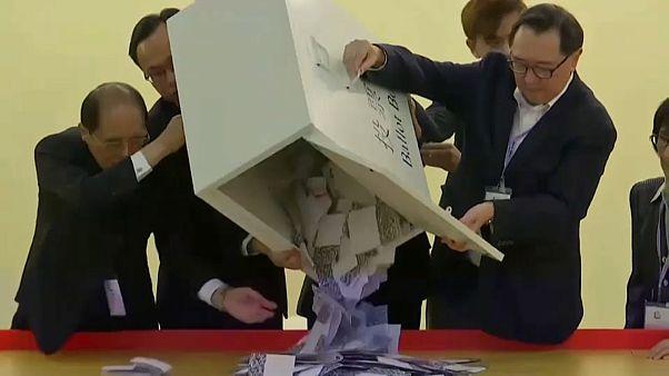 Hongkong: győztek a demokráciapártiak