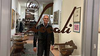 Paolo Amato ci attende all'ingresso della sua azienda.