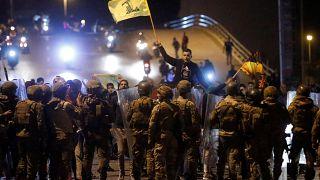 Egész éjjel kitartottak a korrupció ellen tüntetők Libanonban