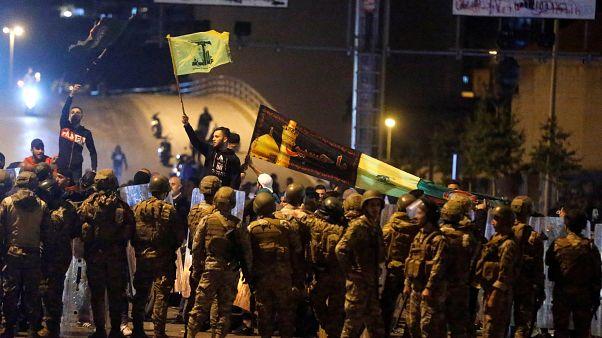 مناصرو حزب الله وحركة أمل يهاجمون المتظاهرين في بيروت