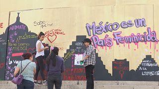 Mexicanas manifestam-se simbolicamente contra violência sobre mulheres