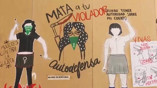 Horgolótűvel és graffitivel az erőszak ellen
