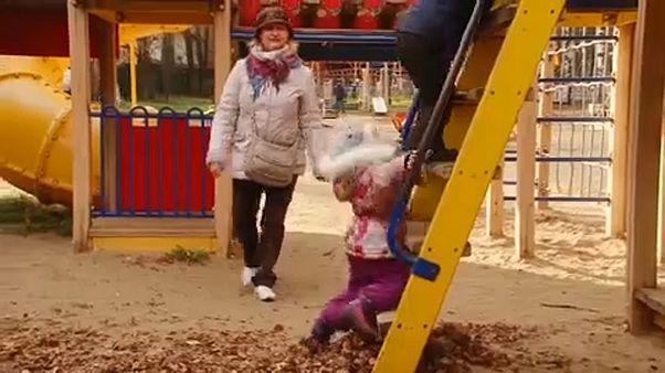 Ρωσία: Γιαγιάδες βοηθούν εθελοντικά οικογένειες παιδιών με ειδικές ανάγκες
