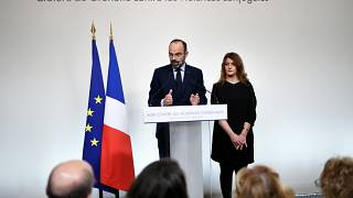 """Violenza contro le donne, le femministe deluse dal piano """"elettroshock"""" del governo francese"""