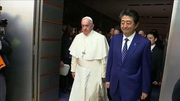 A Tokyo il Papa incontra il premier e l'imperatore del Giappone