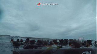 VIDEO: Naufragio di Lampedusa, il marinaio si getta in mare per salvare la piccola Faven