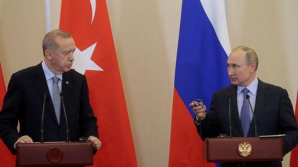 الرئيس الروسي فلاديمير بوتين والرئيس التركي رجب طيب أردوغان في سوتشي- أرشيف رويترز