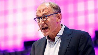 WWW'nin mucidi Berners Lee internet için 'kullanım sözleşmesi' hazırladı