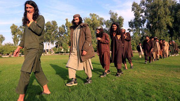 Militantes de ISIS que se rindieron al gobierno afgano el 17 de noviembre de 2019.