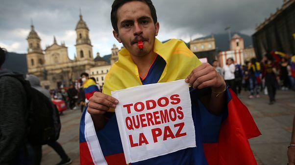 Manifestante en la plaza Bolívar en la ciudad de Bogotá, Colombia, el 24 de noviembre de 2019.