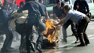 Fransa'da son bir ay içinde ikinci kez bir öğrenci kendisini ateşe vererek yakmak istedi