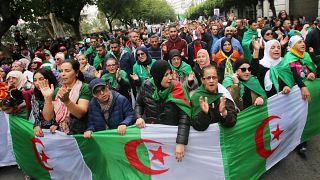 حكم بالسجن ستة أشهر نافذة ضد متظاهرين بالجزائر