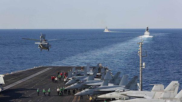 """حاملات الطائرات الأميركية """"يو إس إس أبراهام لنكولن"""" في مياه الخليج"""