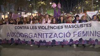 """""""Ich sehe Verbesserungen"""": Protestmarsch gegen Gewalt an Frauen"""