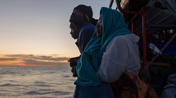 """Los 78 migrantes a bordo del Aita Mari recuerdan el """"infierno libio"""" antes de desembarcar en Sicilia"""