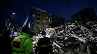 20 قتيلا على الأقل و مئات الجرحى في زلزال ألبانيا وأجهزة الاغاثة تبحث عن ناجين