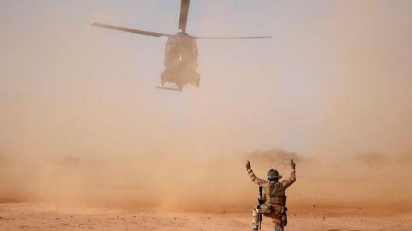 """Polemiche per i 13 militari francesi morti: """"Presenza militare necessaria in Mali"""""""