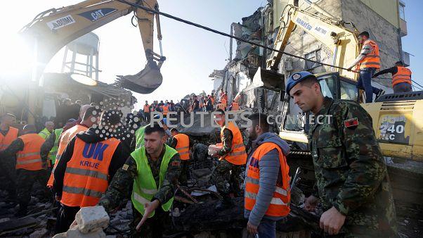 Muerte y destrucción en Albania por un terremoto de 6,4 grados