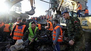 آغاز عملیات امداد و نجات زلزلهزدگان در فقیرترین کشور اروپا
