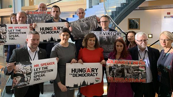 Szolidaritási akció a magyar képviselők mellett az Európai Parlamentben