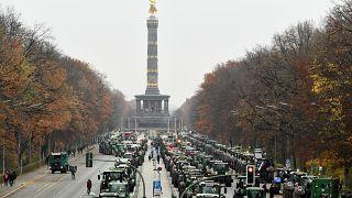 شاهد: آلاف المزارعين الألمان يتظاهرون احتجاجاً على السياسة البيئة للحكومة