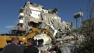 Búsqueda de vidas bajo los escombros en Albania