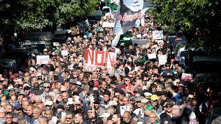 مظاهرات طلابية في الجزائر ضد تنظيم الانتخابات الرئاسية والقضاة يهددون بالعودة للاضراب