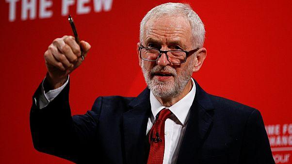 ما هو موقف زعيم حزب العمال البريطاني بعد اتهامه بمعاداة السامية؟