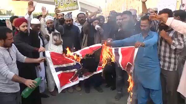 شاهد: مظاهرة في باكستان للتنديد بإحراق نسخة من القرآن الكريم في النرويج
