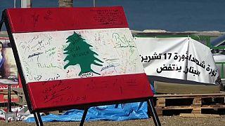 اللبنانيون يواصلون التظاهر والحريري يبدي عزوفا بشأن تولي رئاسة الحكومة مجددا