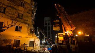 Deprem sonrası kurtarma çalışmalarının sürdüğü Arnavutluk'a Türkiye ve AB'den yardım