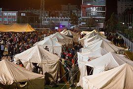 Σκηνές για τους πληγέντες από τον σεισμό στο Δυρράχειο