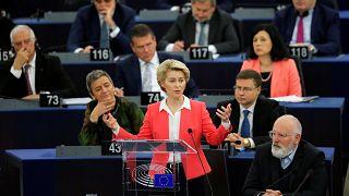 Megszavazta az Európai Parlament Ursula von der Leyen bizottságát