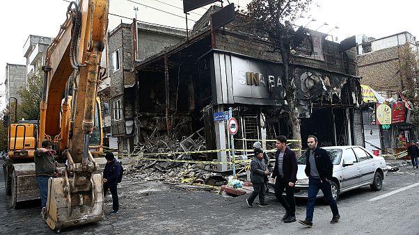 İran'da protesto: Gösteriler sırasında yüzlerce banka ve kamu binası yakıldı