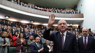 الرئيس التركي رجب طيّب إردوغان خلال لقائه لمشرعين من حزب العدالة والتنمية في أنقرة