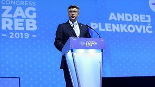دولت کرواسی با پیشنهاد افزایش حقوق معلمان این کشور موافقت کرد