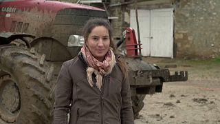 Γαλλία: Το προφίλ μιας νεαρής αγρότισσας που συμμετέχει στις κινητοποιήσεις